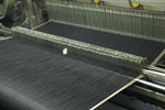 Shuttle weaving selvedge loom