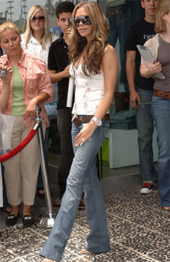victoriabeckham-in-rock-and-republic-jeans.jpg