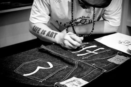 dd1-jeans-of-evisu.jpg