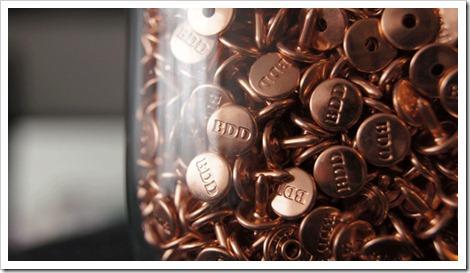 Raw denim buttons