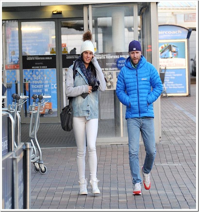 Danielle Lloyd In denim Jacket and White Skinny Jeans