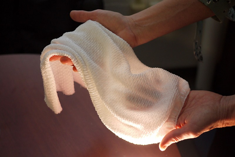 Fabric Which Automatically Cools or Insulates Depending on Conditions , Develops University of Maryland