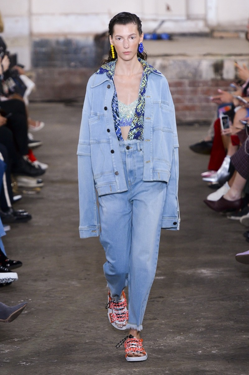 How The Female Movement Influenced The Current Denim Fashion | Denimsandjeans